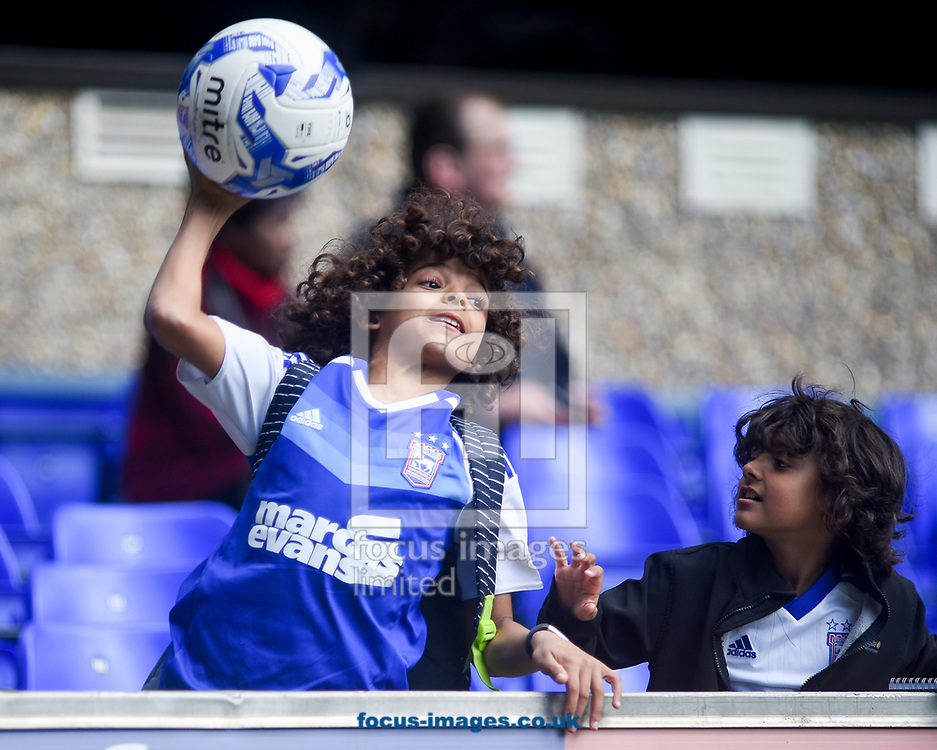Ipswich fans lending a helping hand during the Sky Bet Championship match Ipswich Town v Birmingham City at Portman Road, Ipswich<br /> Picture by Hannah Fountain/Focus Images Ltd 07814482222<br /> 01/04/2017