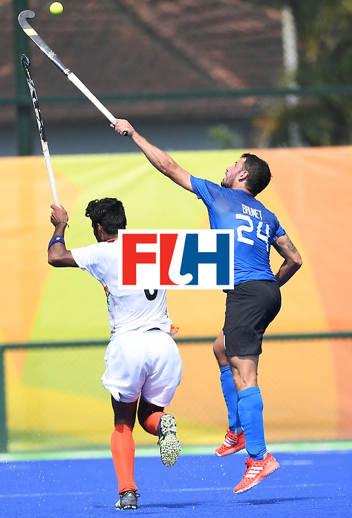 India's Surender Kumar (L) and Argentina's Manuel Brunet vie for the ball during the men's field hockey Argentina vs India match of the Rio 2016 Olympics Games at the Olympic Hockey Centre in Rio de Janeiro on August, 9 2016. / AFP / MANAN VATSYAYANA        (Photo credit should read MANAN VATSYAYANA/AFP/Getty Images)