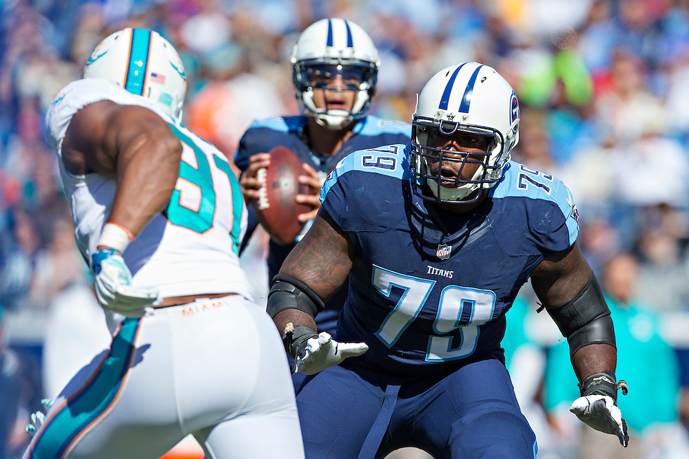 NASHVILLE, TN - OCTOBER 18:  Jamon Meredith #79 of the Tennessee Titans drops back to block against the Miami Dolphins at LP Field on October 18, 2015 in Nashville, Tennessee.  The Dolphins defeated the Titans 38-10.  (Photo by Wesley Hitt/Getty Images) *** Local Caption *** Jamon Meredith