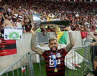 2019-11-27 Soccer game of Rio de Janeiro, Brazil, between the teams of Flamengo and Ceará, validated by the Brazilian Football Championship. In photogame Gabigol do Flamengo receives the winning trophy Photo by André Durão / Swe Press Photo