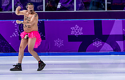 23-02-2018 KOR: Olympic Games day 14, PyeongChang<br /> 1000m Speedskating men / Een streaker geeft na de huldiging een show weg op het ijs van Gangneung Oval