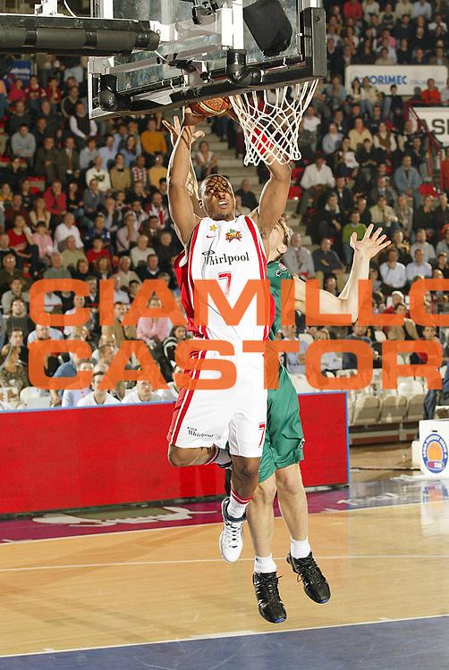 DESCRIZIONE : Varese Lega A1 2006-07 Whirlpool Varese Montepaschi Siena<br /> GIOCATORE : Howell<br /> SQUADRA : Whirlpool Varese<br /> EVENTO : Campionato Lega A1 2006-2007 <br /> GARA : Whirlpool Varese Montepaschi Siena<br /> DATA : 27/10/2006 <br /> CATEGORIA : Tiro<br /> SPORT : Pallacanestro <br /> AUTORE : Agenzia Ciamillo-Castoria/G.Cottini<br /> Galleria : Lega Basket A1 2006-2007 <br /> Fotonotizia : Varese Campionato Italiano Lega A1 2006-2007 Whirlpool Varese Montepaschi Siena<br /> Predefinita :