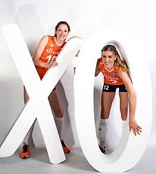 22-05-2017 NED: Nederlands volleybalteam vrouwen, Utrecht<br /> Photoshoot met Oranje vrouwen seizoen 2017 / Lonneke Sloetjes #10, Britt Bongaerts #12