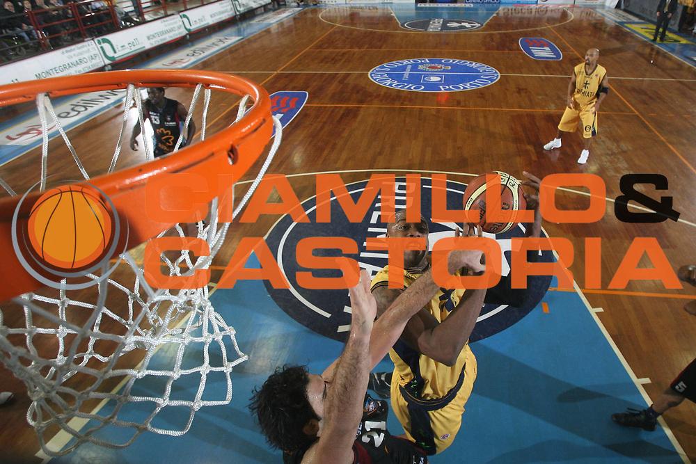 DESCRIZIONE : Porto San Giorgio Lega A1 2008-09 Premiata Montegranaro Solsonica Rieti<br /> GIOCATORE : Brandon Hunter<br /> SQUADRA : Premiata Montegranaro<br /> EVENTO : Campionato Lega A1 2008-2009<br /> GARA : Premiata Montegranaro Solsonica Rieti<br /> DATA : 25/01/2009<br /> CATEGORIA : Special<br /> SPORT : Pallacanestro<br /> AUTORE : Agenzia Ciamillo-Castoria/C.De Massis<br /> Galleria : Lega Basket A1 2008-2009<br /> Fotonotizia : Porto San Giorgio Campionato Italiano Lega A1 2008-2009 Premiata Montegranaro Solsonica Rieti<br /> Predefinita :