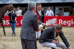 Wernke Jan (GER), Haßmann Felix (GER)<br /> Balve - Longines Optimum 2019<br /> Siegerehrung<br /> LONGINES Optimum Preis<br /> Deutsche Meisterschaft der Springreiter<br /> Finalwertung<br /> 16. Juni 2019<br /> © www.sportfotos-lafrentz.de/Stefan Lafrentz