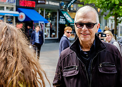 Record Producer Tony Visconti (Mark Bolan, Thin Lizzy, Morrisey, David Bowie) chats to a fan in Buchanan Street, Glasgow<br /> <br /> (c) Andrew Wilson | Edinburgh Elite media