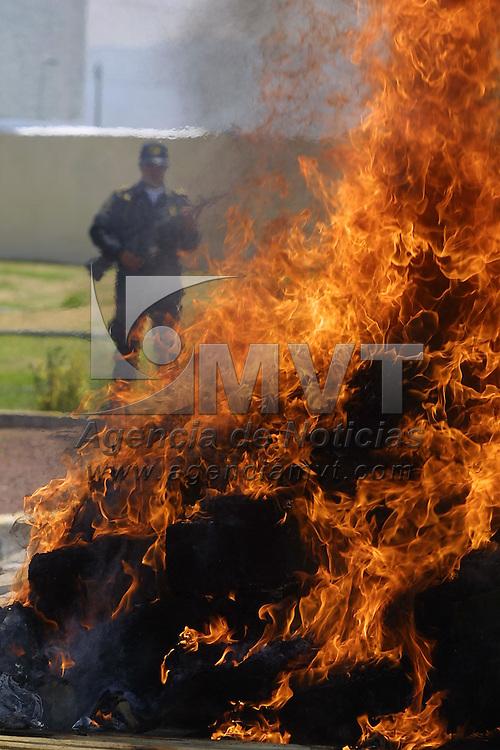 Toluca, M&eacute;x.- Incineracion de estupefacientes decomisados en diversos operativos en el valle de Toluca. Agencia MVT / Mario V&aacute;zquez de la Torre. (DIGITAL)<br /> <br /> NO ARCHIVAR - NO ARCHIVE