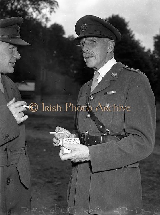 22/07/1952<br /> 07/22/1952<br /> 22 July 1952<br /> Army Equitation School, McKee Barracks, Cabra, Dublin.  Commandant P. Kelly Army PRO and Colonel F.A. Ahern.