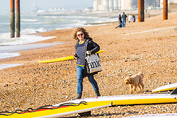 © Licensed to London News Pictures. 17/11/2016. Brighton, UK. Members of the public relax in the sunshine on the beach in Brighton and Hove as milder weather is hitting the seaside resort. Photo credit: Hugo Michiels/LNP