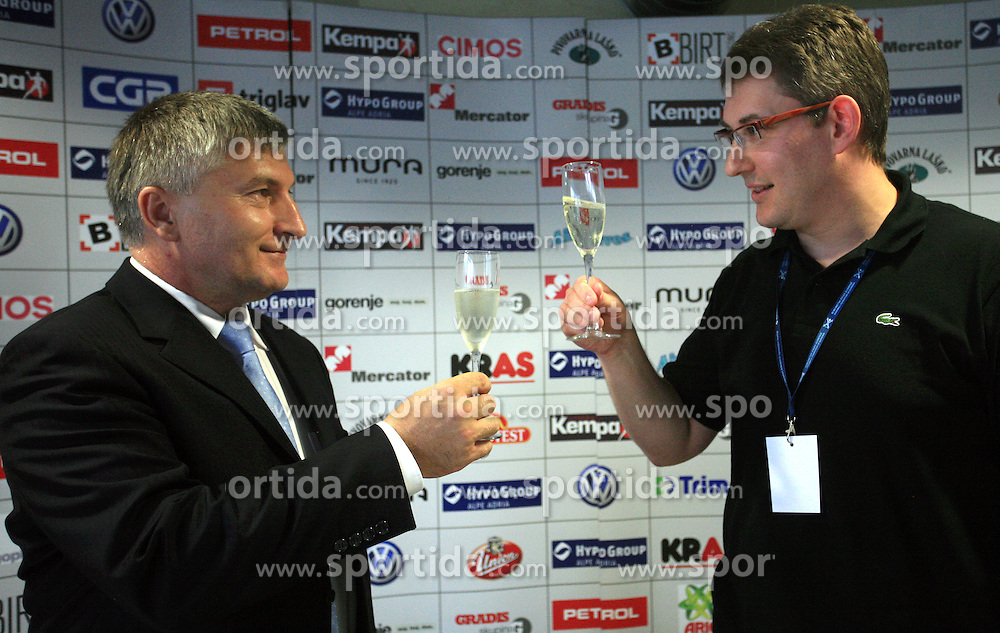 Martin Novsak, direktor GEN energija in Ziga Debeljak, predsednik RZS ob podpisu sponzorske pogodbe med Rokometno zvezo Slovenije in podjetjem GEN energija d.o.o., 7. junij 2008, v Dvorani Zlatorog, Celje, Slovenija. (Photo by Vid Ponikvar / Sportal Images)