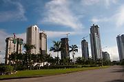 Costa del Este es un área nueva de Panamá, ubicada al este de la Ciudad. Costa del Este es hogar de nuevas comunidades residenciales planeadas, compras comerciales y áreas de oficinas y parque industrial. ..Esta área es popular y conveniente debido a su proximidad a la Ciudad de Panamá, a solo 5 minutos, acceso directo a las grandes carreteras y corredores, y próximo al Aeropuerto Internacional de Tocumen, el aeropuerto principal de Panamá, el cual esta ubicado a 10 minutos de Costa del Este a través del Corredor Sur. ©Victoria Murillo / Istmophoto.com