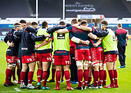 Scarlets players huddle during the pre match warm up<br /> <br /> Photographer Simon King/Replay Images<br /> <br /> Guinness PRO14 Round 11 - Ospreys v Scarlets - Saturday 22nd December 2018 - Liberty Stadium - Swansea<br /> <br /> World Copyright © Replay Images . All rights reserved. info@replayimages.co.uk - http://replayimages.co.uk