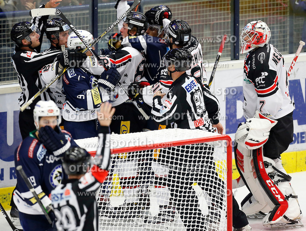 09.10.2015, Stadthalle, Villach, AUT, EBEL, EC VSV vs HC Orli Znojmo, 9. Runde, im Bild eine Rauferei // during the Erste Bank Icehockey League 9th round match between EC VSV vs HC Orli Znojmo at the City Hall in Villach, Austria on 2015/10/09, EXPA Pictures © 2015, PhotoCredit: EXPA/ Oskar Hoeher