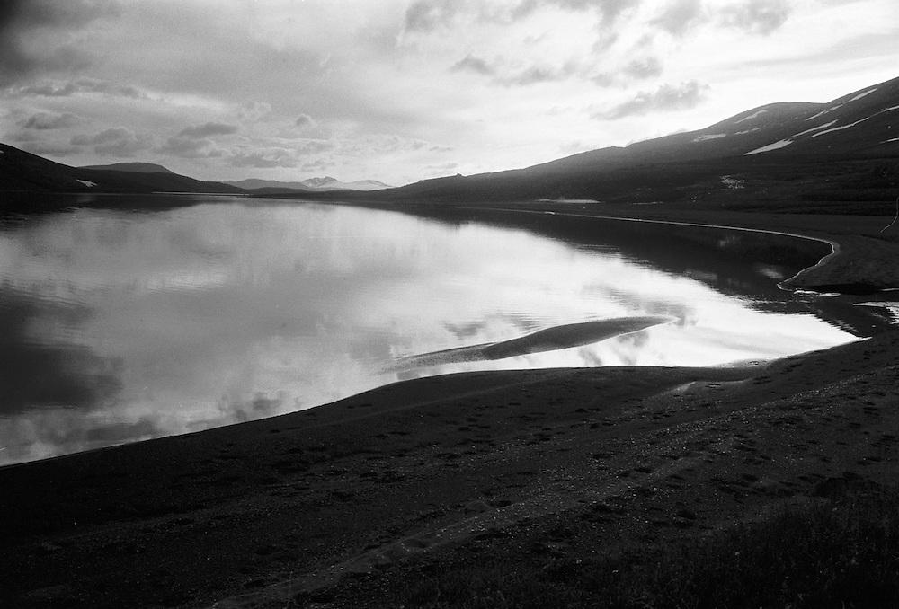 Fjäll och sjö i Padjelanta, Lappland.