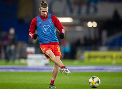 CARDIFF, WALES - Tuesday, November 19, 2019: Wales' Gareth Bale warms up ahead of the final UEFA Euro 2020 Qualifying Group E match between Wales and Hungary at the Cardiff City Stadium. (Pic by Laura Malkin/Propaganda)