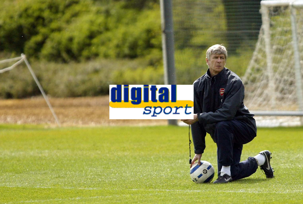 Photo: Chris Ratcliffe.<br />Arsenal Training Session. UEFA Champions League. 18/04/2006.<br />Arsene Wenger keeps time during training before the clash with Villarreal.