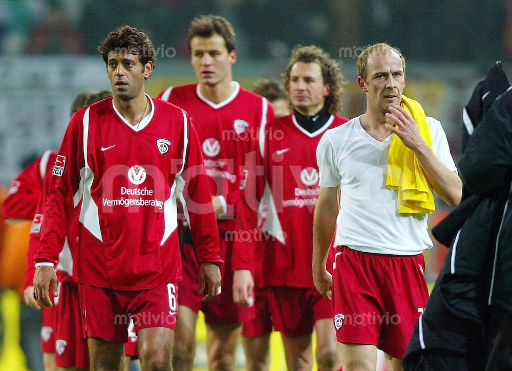 Fussball / 1. Bundesliga Saison 2002/2003   16. Spieltag Borussia Dortmund - 1. FC Kaiserslautern 3:1  Abgang: Christian Timm, Hany Ramzy, Vratislav Lokvenc, Harry Koch und Mario Basler (v.l., alle FCK) verlassen enttaeuscht den Platz