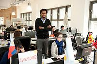 2011, BERLIN/GERMANY:<br /> Jonathan Teklu, Geschaeftsfuehrer Springstar, in seinem Buero<br /> IMAGE: 20120104-01-049<br /> KEYWORDS: Start-up