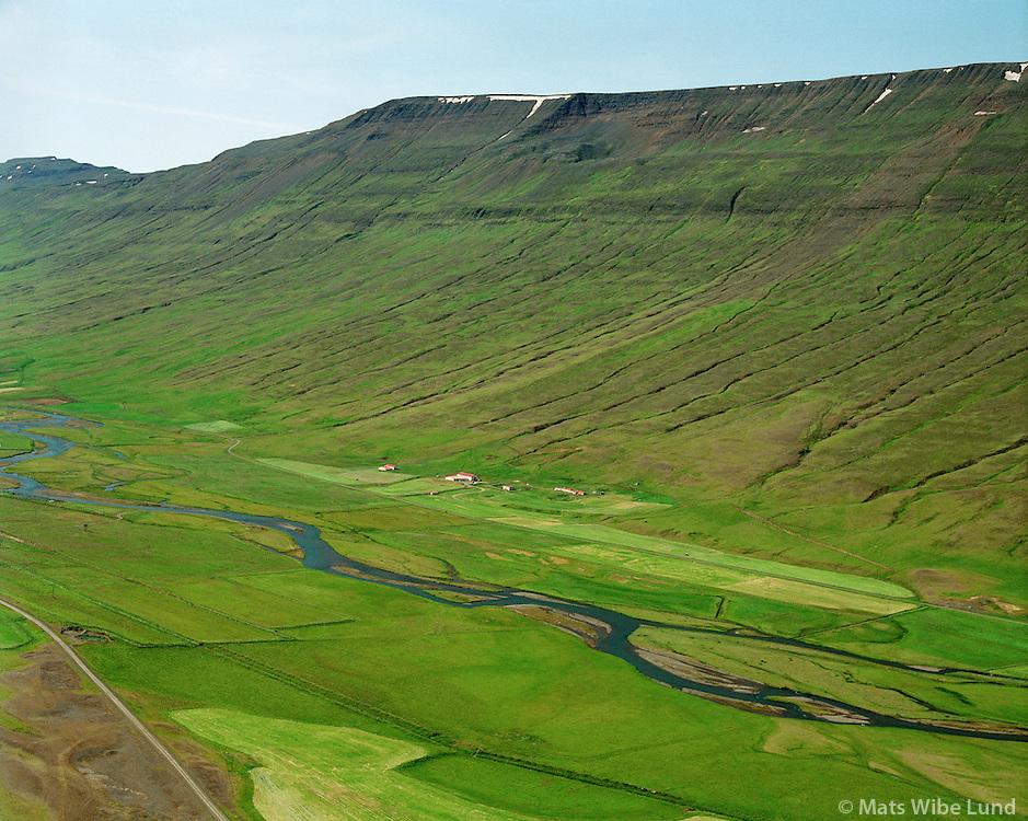 Hleiðargarður séð til suðvesturs, Saurbæjarhreppur /.Helidargardur viewing southwest, Saurbaejarhreppur