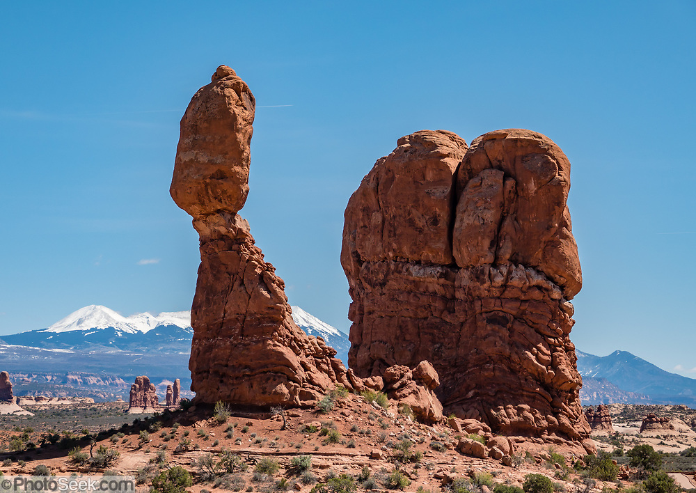 Balanced Rock and La Sal Mountains. Arches National Park, Moab, Utah, USA.