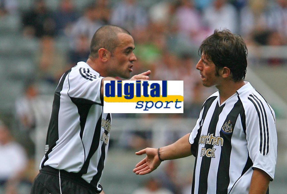 Photo: Andrew Unwin.<br />Newcastle United v PSV Eindhoven. Pre Season Friendly. 29/07/2006.<br />Newcastle's Stephen Carr (L) makes his point to his team mate, Emre.