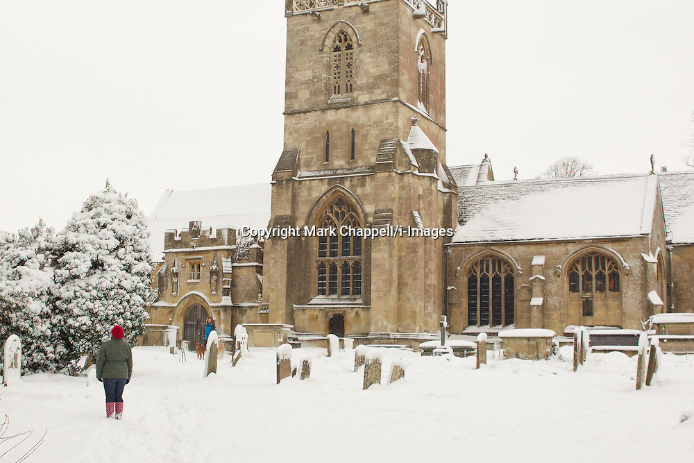 Walkers enjoy the wintery conditions in Corsham Park following overnight snow in north Wiltshire. January 18 2013.  Corsham, UK..Photo by: Mark Chappell/i-Images