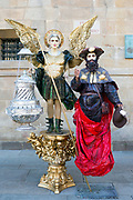 Portrait of living statue performers at the Praza do Obradoiro square, Santiago de Compostela, Galicia, Spain, 2017-10-10.