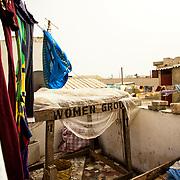 Sur le toit, chez Yayi Bayam Diouf, créatrice du Collectif des femmes contre l'immigration clandestine de Thiaroye-sur-mer
