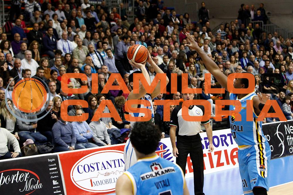 DESCRIZIONE : Capo dOrlando Lega A 2015-16 Betaland Orlandina Basket Vanoli Cremona<br /> GIOCATORE : Zoltan Perl<br /> CATEGORIA : Tiro Pubblico<br /> SQUADRA : Betaland Orlandina Basket<br /> EVENTO : Campionato Lega A Beko 2015-2016 <br /> GARA : Betaland Orlandina Basket Vanoli Cremona<br /> DATA : 15/11/2015<br /> SPORT : Pallacanestro <br /> AUTORE : Agenzia Ciamillo-Castoria/G.Pappalardo<br /> Galleria : Lega Basket A Beko 2015-2016<br /> Fotonotizia : Capo dOrlando Lega A Beko 2015-16 Betaland Orlandina Basket Vanoli Cremona