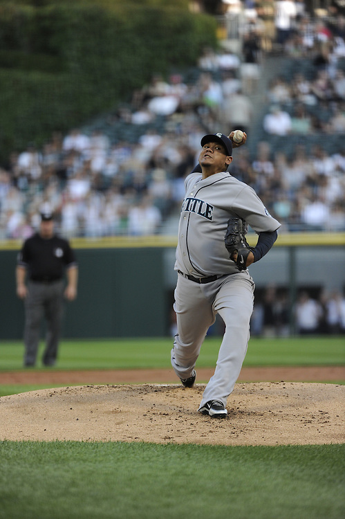 CHICAGO - JULY 26:  Felix Hernandez #34 of the Seattle Mariners pitches against the Chicago White Sox on July 26, 2010 at U.S. Cellular Field in Chicago, Illinois.  The White Sox defeated the Mariners 6-1. (Photo by Ron Vesely)