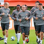 NLD/Katwijk/20110808 - Training Nederlands Elftal voor duel Engeland - Nederland, Arjan Robben, Gregory van der Wiel, John Heitinga en Khalid Boulahrouz
