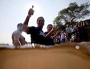 Santo Hipolito_MG, 14 de agosto de 2010..Campanha eleitoral, Antonio Anastasia 2010 coligacao Somos Minas Gerais...Governador Antonio Anastasia, acompanhado pelo ex-governador Aecio Neves, participa em Santo Hipolito de barqueata pelo Rio das Velhas. A expedicao faz parte do evento de divulgacao do balanco da Meta 2010 e do lancamento da Meta 2014 para a revitalizacao da Bacia Hidrografica do Rio das Velhas, coordenado pelo Projeto Manuelzao da UFMG...Foto: MARCUS DESIMONI - NITRO