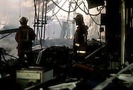 Roma.  Vigili del Fuoco Tuscolano II  . Vigili del fuoco tra le rovine della fabbrica dopo l'incendio.Rome.  Firefighters Tuscolano II.Firefighters Battling factory Fire.A factory lies in ruins after the fire