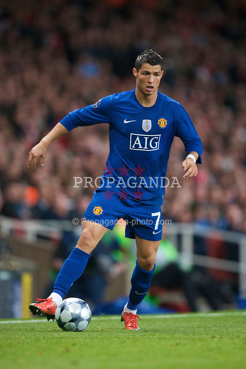 LONDON, ENGLAND - Tuesday, May 5, 2009: Manchester United's Cristiano Ronaldo in action against Arsenal during the UEFA Champions League Semi-Final 2nd Leg match at the Emirates Stadium. (Photo by David Rawcliffe/Propaganda)