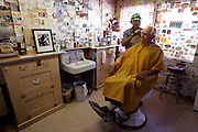 "US-SELIGMAN: Hairdresser Angel Delgadillo, co-founder of the ""Historic Route 66"" working in his salon. PHOTO GERRIT DE HEUS"