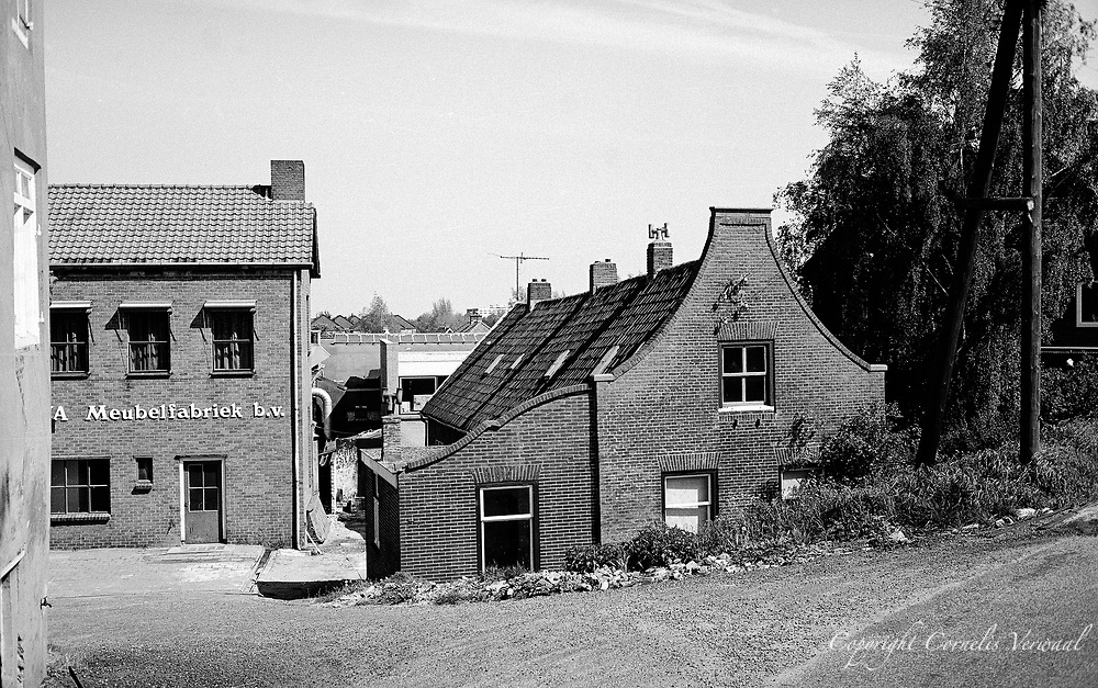 AVA Meubelfabriek - furniture factory - and house along the Lekdijk in Ammerstol, 1977.