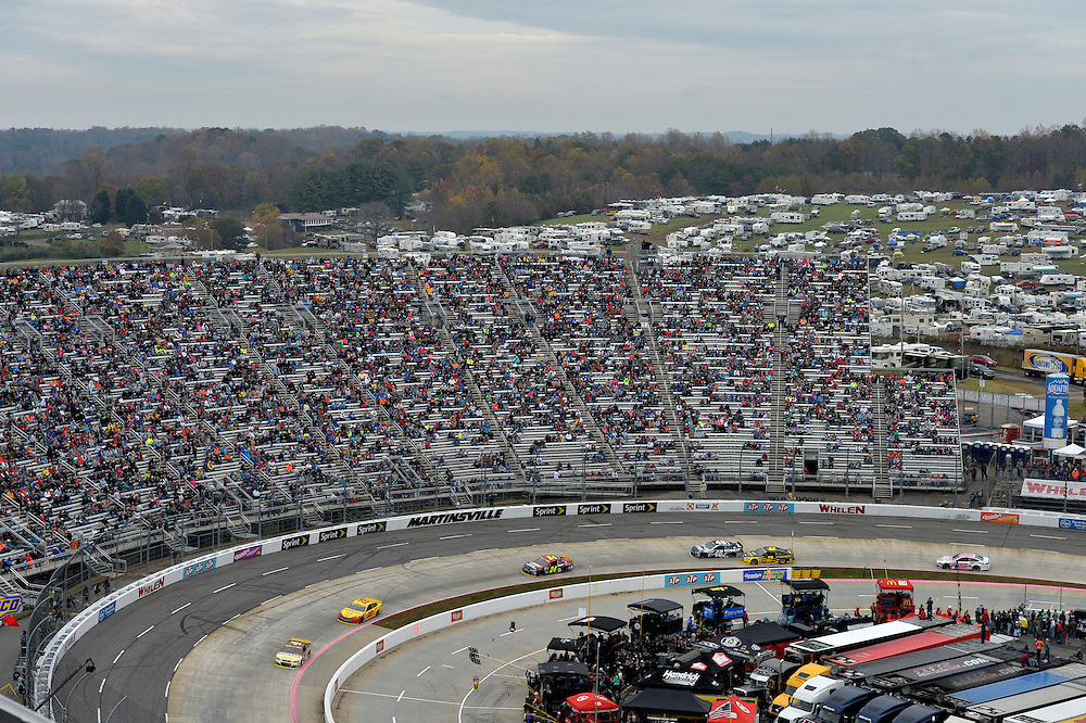 30 October - 1 November, 2015, Martinsville, Virginia USA<br /> Kevin Harvick, Joey Logano<br /> &copy;2015 Scott R LePage <br /> LAT Photo USA