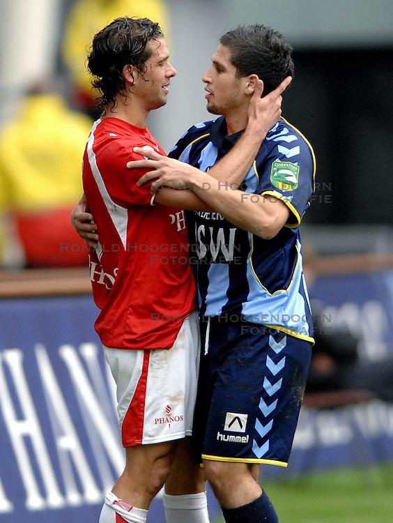 22-10-2006 VOETBAL: UTRECHT - DEN HAAG: UTRECHT<br /> FC Utrecht wint in eigenhuis met 2-0 van FC Den Haag / Jean Paul de Jong en Said Bakkati<br /> ©2006-WWW.FOTOHOOGENDOORN.NL