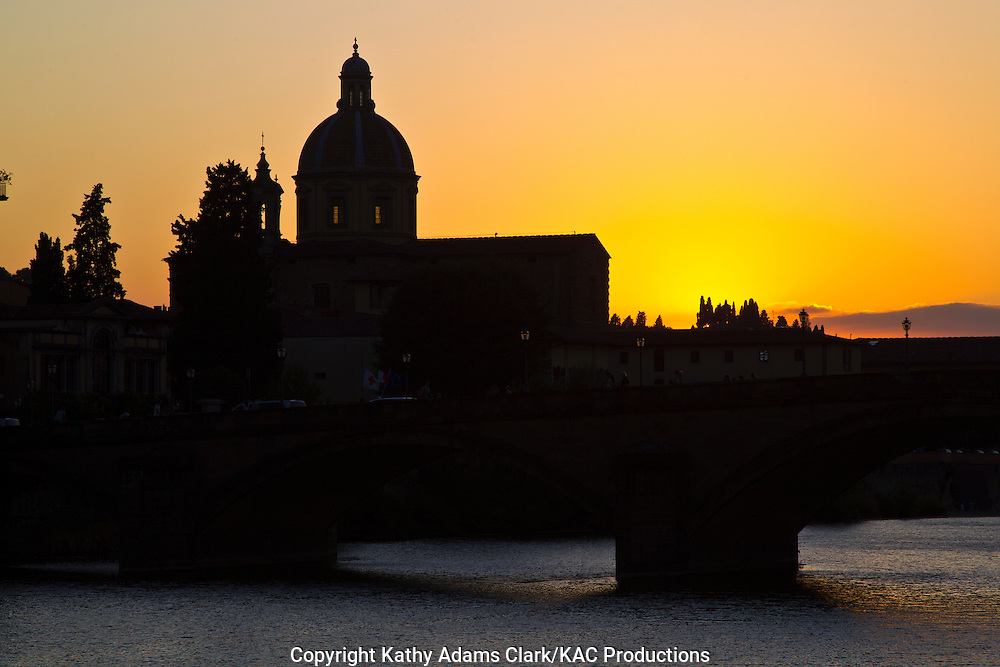 Sunset with the dome of the Seminario Arcivescovile Maggiore Fiorentino, from the Ponte alla Carraia, and couple on the Florence, Firenze, Italy.