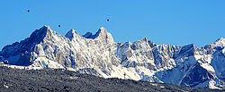 22-01-2016 AUT: Wintersportkamp BvdGF 2016, Flachau<br /> Het wintersportkamp 2016 is een kamp voor 40 kinderen met diabetes type 1 in de leeftijd van 12 t/m 17 jaar / Lift, sneeuw, bomen, Natuur, besneeuwd landschap, bergen, luchtballon