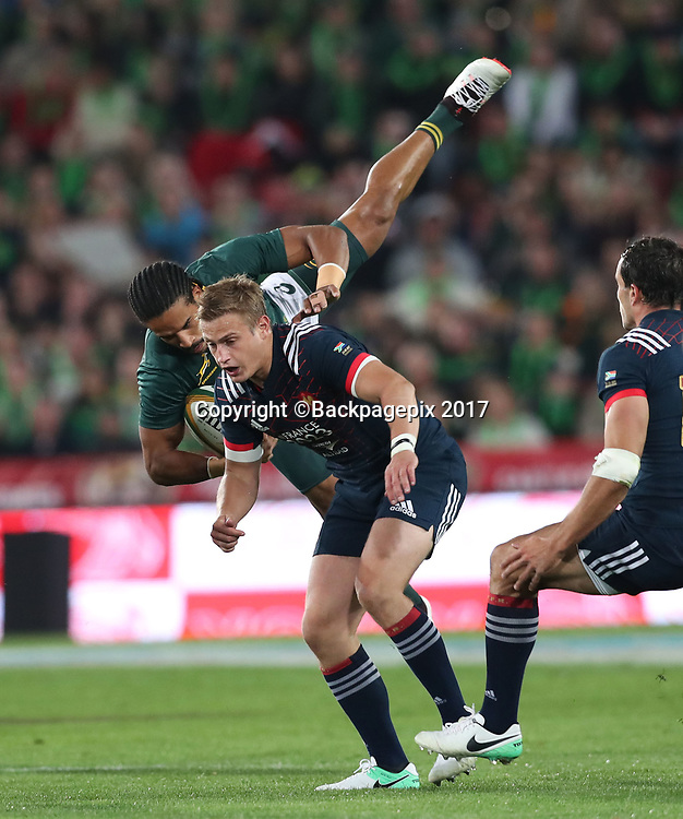 Courtnall Skosan of South Africa tackled by Jules Plisson of France  during the 2017 Incoming Rugby Series between South Africa and France at Ellis Park Stadium, Johannesburg, South Africa on 24 June 2017 @Gavin Barker/BackpagePix