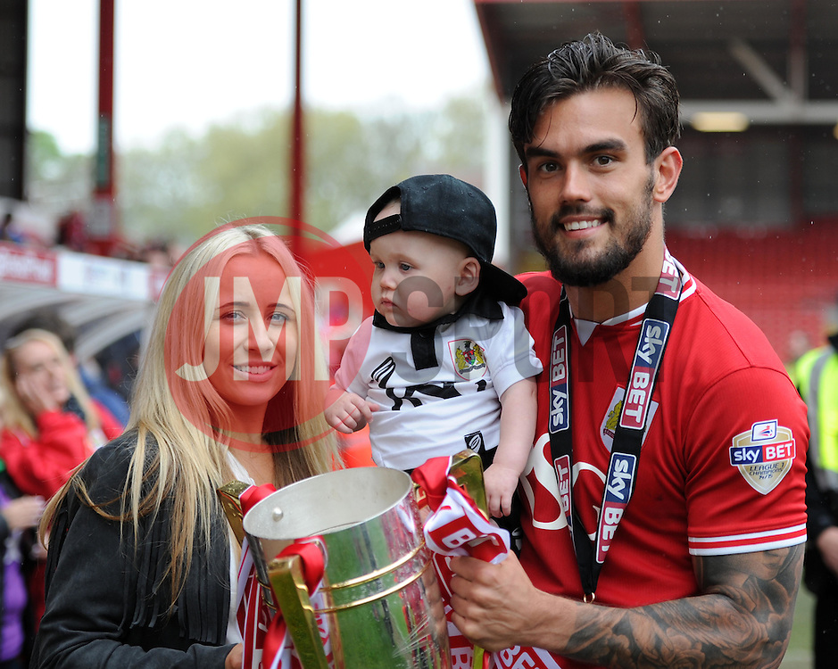 Bristol City's Marlon Pack - Photo mandatory by-line: Paul Knight/JMP - Mobile: 07966 386802 - 03/05/2015 - SPORT - Football - Bristol - Ashton Gate Stadium - Bristol City v Walsall - Sky Bet League One