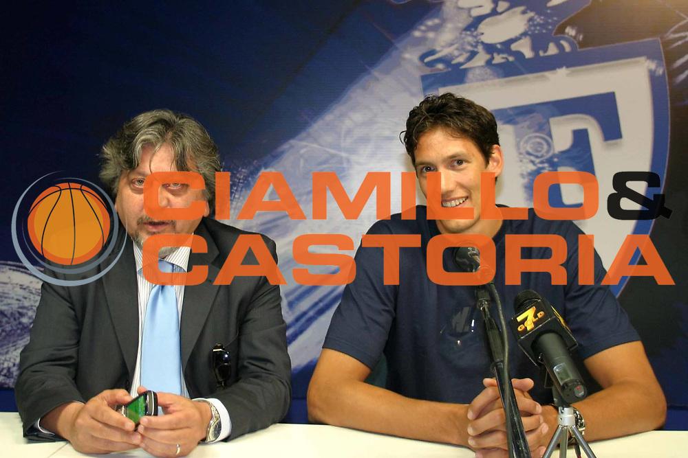 DESCRIZIONE : Bologna Lega A1 2007-08 Presentazione Alessandro Cittadini Fortitudo Climamio Bologna<br /> GIOCATORE : Alessandro Cittadini Gilberto Sacrati<br /> SQUADRA : Fortitudo Climamio Bologna<br /> EVENTO : Campionato Lega A1 2007-2008 <br /> GARA : <br /> DATA : 04/07/2007 <br /> CATEGORIA : Ritratto <br /> SPORT : Pallacanestro <br /> AUTORE : Agenzia Ciamillo-Castoria/L.Villani<br /> Galleria : Lega Basket A1 2007-2008 <br /> Fotonotizia : Bologna Lega A1 2007-08 Presentazione Alessandro Cittadini Fortitudo Climamio Bologna <br /> Predefinita : Si