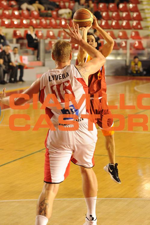 DESCRIZIONE : Roma Lega A 2011-12 Acea Virtus Roma Scavolini Siviglia Pesaro<br /> GIOCATORE : Antonio Maestranzi<br /> CATEGORIA : tiro three points<br /> SQUADRA : Acea Virtus Roma<br /> EVENTO : Campionato Lega A 2011-2012<br /> GARA : Acea Virtus Roma Scavolini Siviglia Pesaro<br /> DATA : 11/01/2012<br /> SPORT : Pallacanestro<br /> AUTORE : Agenzia Ciamillo-Castoria/GiulioCiamillo<br /> Galleria : Lega Basket A 2011-2012<br /> Fotonotizia : Roma Lega A 2011-12 Acea Virtus Roma Scavolini Siviglia Pesaro<br /> Predefinita :