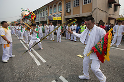 © Licensed to London News Pictures. 18/10/2015 Batu Gajah, Perak, Malaysia. A devotee cracks his whip as devotees carrying a emperor god arrives at Sam Wong Kong temple in Batu Gajah, Malaysia, during the Nine Emperor Gods Festival celebration, Sunday, Oct. 18, 2015. Photo credit : Sang Tan/LNP