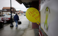 A sign and balloon referring to mudslide victims is seen outside a shop in downtown Arlington, Washington March 28, 2014.  Rescue officials said the death toll from a catastrophic mudslide in Washington state is soon expected to climb far higher, as some residents voiced anger that they were prevented from helping in the initial disaster response six days ago.   REUTERS/Rick Wilking (UNITED STATES)