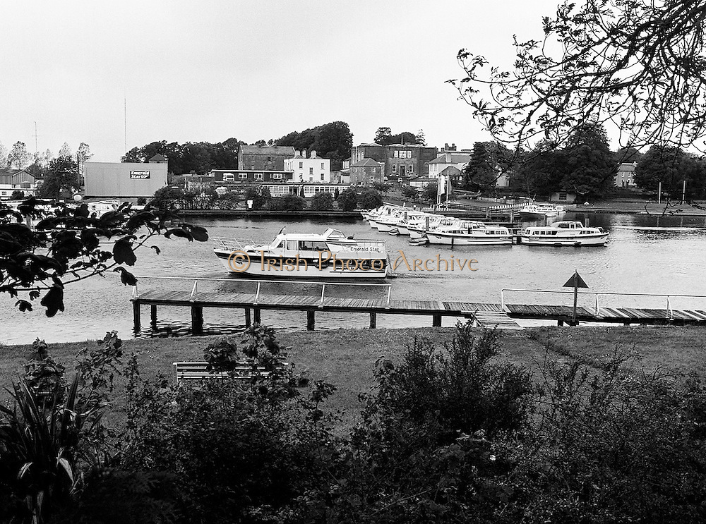 An Emerald Star cruiser on the Shannon, in front of the new customer service facility at Carrick-on-Shannon opened by Minister for Transport and Tourism John Wilson TD. Following viewing of the facility and the planting of a commemorative tree, the Minister departed on a cruise of the Shannon.<br /> 8 June 1987
