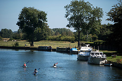 © Licensed to London News Pictures. 23/08/2016. Sonning, UK. A group of canoeists enjoy the warm weather while making their way along the River Thames at Sonning in Berkshire as temperatures in the south east hit 30 degrees. Photo credit: Ben Cawthra/LNP