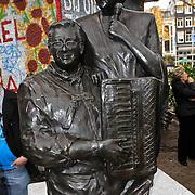 NLD/Amsterdam/20101105 - Onthulling borstbeelden Jan en Mien Froger,
