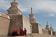 Mongolia. Erdeni Zuu in Hahorin. buddhist temple, and little monks   /  temple bouddhiste de Erdene Zuu et moines enfants  Karakorum - Mongolie